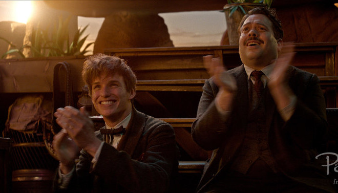 newt_jacob_clapping_fantastic_beasts_cc_trailer_wm